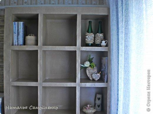 Ну, что тут поделать....люблю я делать в доме перестановку!!!! Но с каждым годом мебель становится всё тяжелее и тяжелее:-)) Да и от дизайна своей мебели под устала....хочется поменять....изменить....отдать....выбросить:-) Поэтому, картонная мебель- это как раз мебель для меня!!!! Вот такой шкаф сделала из картона, в свой уголок творчества, чтоб было всё по полочкам, чтоб в любой момент могла его переставить. Высота шкафа 2.20см., ширина 1.10см., глубина полочек 0.30см., фото 12