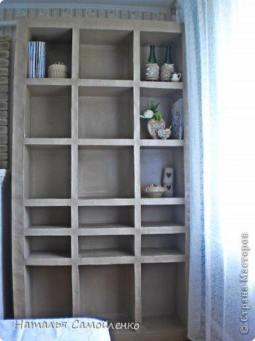 Ну, что тут поделать....люблю я делать в доме перестановку!!!! Но с каждым годом мебель становится всё тяжелее и тяжелее:-)) Да и от дизайна своей мебели под устала....хочется поменять....изменить....отдать....выбросить:-) Поэтому, картонная мебель- это как раз мебель для меня!!!! Вот такой шкаф сделала из картона, в свой уголок творчества, чтоб было всё по полочкам, чтоб в любой момент могла его переставить. Высота шкафа 2.20см., ширина 1.10см., глубина полочек 0.30см., фото 13