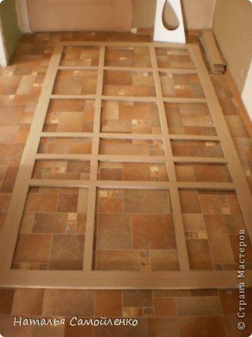 Ну, что тут поделать....люблю я делать в доме перестановку!!!! Но с каждым годом мебель становится всё тяжелее и тяжелее:-)) Да и от дизайна своей мебели под устала....хочется поменять....изменить....отдать....выбросить:-) Поэтому, картонная мебель- это как раз мебель для меня!!!! Вот такой шкаф сделала из картона, в свой уголок творчества, чтоб было всё по полочкам, чтоб в любой момент могла его переставить. Высота шкафа 2.20см., ширина 1.10см., глубина полочек 0.30см., фото 3