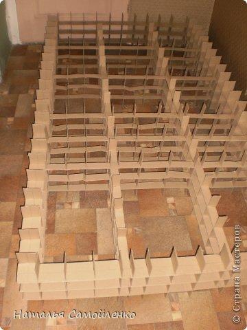 Ну, что тут поделать....люблю я делать в доме перестановку!!!! Но с каждым годом мебель становится всё тяжелее и тяжелее:-)) Да и от дизайна своей мебели под устала....хочется поменять....изменить....отдать....выбросить:-) Поэтому, картонная мебель- это как раз мебель для меня!!!! Вот такой шкаф сделала из картона, в свой уголок творчества, чтоб было всё по полочкам, чтоб в любой момент могла его переставить. Высота шкафа 2.20см., ширина 1.10см., глубина полочек 0.30см., фото 5