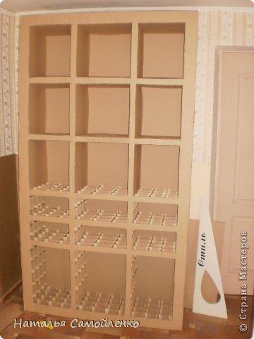 Ну, что тут поделать....люблю я делать в доме перестановку!!!! Но с каждым годом мебель становится всё тяжелее и тяжелее:-)) Да и от дизайна своей мебели под устала....хочется поменять....изменить....отдать....выбросить:-) Поэтому, картонная мебель- это как раз мебель для меня!!!! Вот такой шкаф сделала из картона, в свой уголок творчества, чтоб было всё по полочкам, чтоб в любой момент могла его переставить. Высота шкафа 2.20см., ширина 1.10см., глубина полочек 0.30см., фото 8