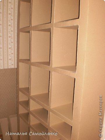 Ну, что тут поделать....люблю я делать в доме перестановку!!!! Но с каждым годом мебель становится всё тяжелее и тяжелее:-)) Да и от дизайна своей мебели под устала....хочется поменять....изменить....отдать....выбросить:-) Поэтому, картонная мебель- это как раз мебель для меня!!!! Вот такой шкаф сделала из картона, в свой уголок творчества, чтоб было всё по полочкам, чтоб в любой момент могла его переставить. Высота шкафа 2.20см., ширина 1.10см., глубина полочек 0.30см., фото 10