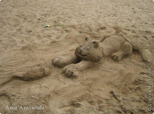 Прекрасный солнечный денек,я на пляже ,но чего-то не хватает... Не люблю лежать без дела ,начинаю самозабвенно лепить из того что под рукой - из песка,благо его вокруг много  Русалочка фото 6