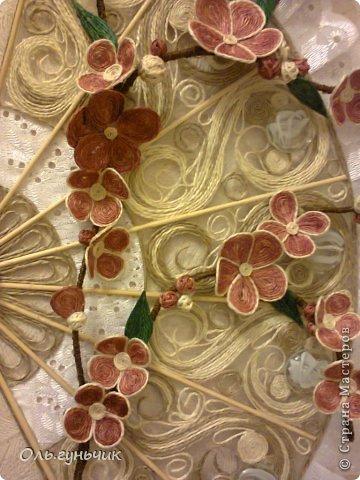 Привет всем Мастерам и Мастерицам!!! Вот и осуществилась моя очередная филигранная задумка))) Это Японский Веер с веточкой сакуры)))) Цветущая сакура символизирует молодость, обновление, внешнюю и внутреннюю красоту, любовь и верность. Веер считается талисманом вечной жизни. И вот такой талисман я себе накрутила))) Мне очень нравится, а вам? С веточной моя задумка, нигде такого не видела))) фото 47