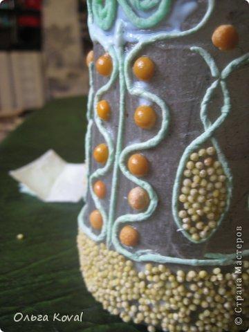 Декор предметов Мастер-класс 23 февраля День рождения Аппликация из скрученных жгутиков Старинная бутылочка Бумага Бутылки стеклянные Клей Краска Крупа Салфетки фото 6