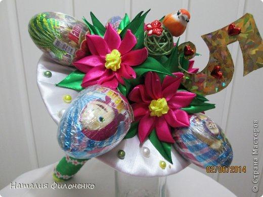 Здравствуй большая СТРАНА!!!! Сделала тортик из полотенец на день рождение маме.  Цветочки тоже делала сама. фото 6