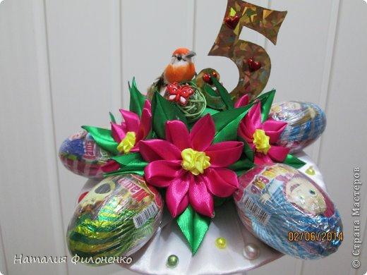 Здравствуй большая СТРАНА!!!! Сделала тортик из полотенец на день рождение маме.  Цветочки тоже делала сама. фото 7