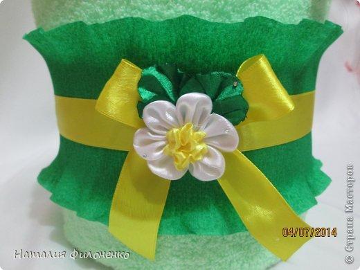Здравствуй большая СТРАНА!!!! Сделала тортик из полотенец на день рождение маме.  Цветочки тоже делала сама. фото 4