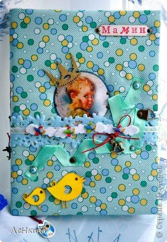 Что-то я сегодня разошлась))) И на этот раз - дневнички для мамы. Этот делала в подарок для подруги. Ждем мы парня, и уверенна, что он получился там такой же озорной, шкодный и очаровательный, как и мальчуган на облоке