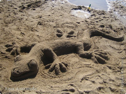 Прекрасный солнечный денек,я на пляже ,но чего-то не хватает... Не люблю лежать без дела ,начинаю самозабвенно лепить из того что под рукой - из песка,благо его вокруг много  Русалочка фото 8