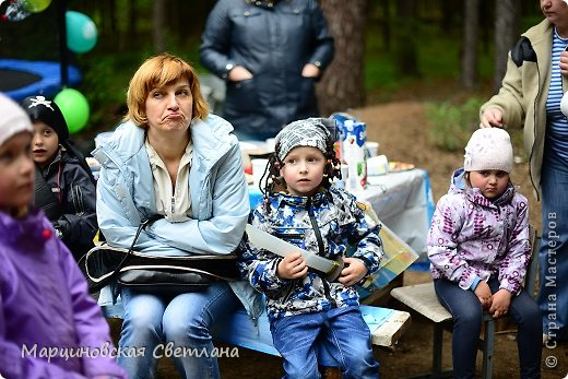 Всем огромный привет!!! Месяц назад - 11 июня моему старшему сыночку Яну исполнилось 5 лет! И,конечно же, мне хотелось провести этот день весело, ярко и запоминающимся, как прошлое 4-летие, которое можно посмотреть здесь http://stranamasterov.ru/node/660679! И я решила, что это будет - Пиратская вечеринка!!! В этот раз на праздник, помимо гостей, я пригласила профессионального фотографа, чтобы все мои старания и я сама осталась на фотографиях! Этим замечательным днём, а также небольшим сценарием и опытом хочу поделится с вами! Буду очень рада если кому-нибудь из вас пригодится!!! Скажу сразу, проштудировав просторы инета, запланировала очень много, но получилось реализовать не всё, так как батут и свежий воздух вызвали у ребят больший интерес! Но я выложу всё самое, на мой взгляд, интересное, а вы выбирайте и реализуйте всё для своих малышей!!! фото 25