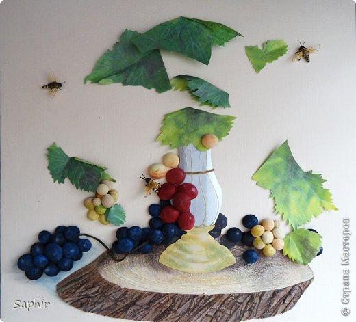 Это вторая моя работа с виноградом. (Первую попытку можно посмотреть здесь: https://stranamasterov.ru/node/243735 .) Виноград молодой, только созревающий, но пчёлки его уже облюбовали. фото 9