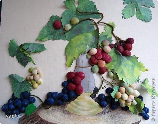 Это вторая моя работа с виноградом. (Первую попытку можно посмотреть здесь: https://stranamasterov.ru/node/243735 .) Виноград молодой, только созревающий, но пчёлки его уже облюбовали. фото 10