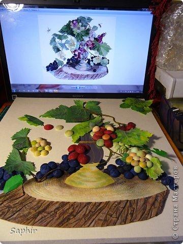 Это вторая моя работа с виноградом. (Первую попытку можно посмотреть здесь: https://stranamasterov.ru/node/243735 .) Виноград молодой, только созревающий, но пчёлки его уже облюбовали. фото 11