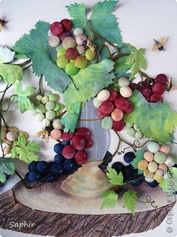 Это вторая моя работа с виноградом. (Первую попытку можно посмотреть здесь: https://stranamasterov.ru/node/243735 .) Виноград молодой, только созревающий, но пчёлки его уже облюбовали. фото 14