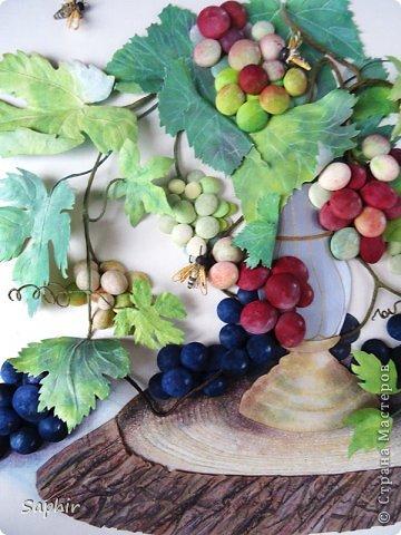 Это вторая моя работа с виноградом. (Первую попытку можно посмотреть здесь: https://stranamasterov.ru/node/243735 .) Виноград молодой, только созревающий, но пчёлки его уже облюбовали. фото 15