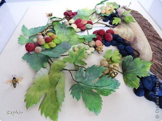 Это вторая моя работа с виноградом. (Первую попытку можно посмотреть здесь: https://stranamasterov.ru/node/243735 .) Виноград молодой, только созревающий, но пчёлки его уже облюбовали. фото 16