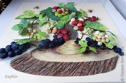 Это вторая моя работа с виноградом. (Первую попытку можно посмотреть здесь: https://stranamasterov.ru/node/243735 .) Виноград молодой, только созревающий, но пчёлки его уже облюбовали. фото 17