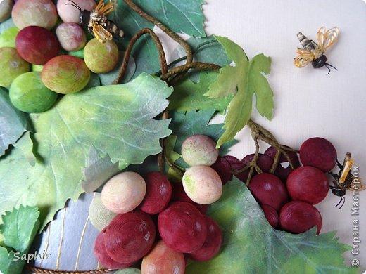 Это вторая моя работа с виноградом. (Первую попытку можно посмотреть здесь: https://stranamasterov.ru/node/243735 .) Виноград молодой, только созревающий, но пчёлки его уже облюбовали. фото 21