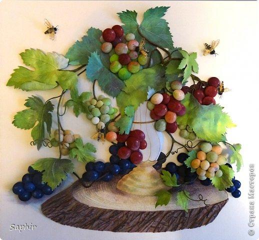 Это вторая моя работа с виноградом. (Первую попытку можно посмотреть здесь: https://stranamasterov.ru/node/243735 .) Виноград молодой, только созревающий, но пчёлки его уже облюбовали. фото 1