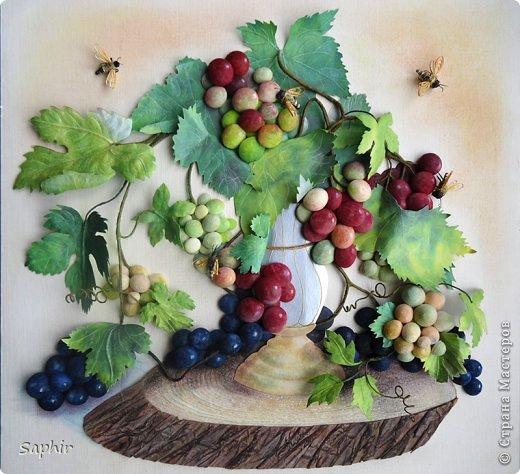 Это вторая моя работа с виноградом. (Первую попытку можно посмотреть здесь: https://stranamasterov.ru/node/243735 .) Виноград молодой, только созревающий, но пчёлки его уже облюбовали. фото 25