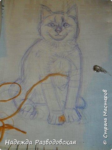 В данном мастер-классе по просьбам любителей вышивки я решила показать наглядно, как я вышиваю гладью синтетическими нитками - на примере кота Рыжика. Р.S.Дополнено 14.05.2015г. Обнаружила свой мастер класс по вышивке гладью кота Рыжика на сайте http://svoimi-rukami-club.ru/мастер-класс-по-вышивке-гладью-рыжего-кота/ с заретушированными и вырезанными логотипами сайта Страны Мастеров и своего ника без моего разрешения и без указания ссылки на сайт Страны Мастеров. Советую мастерам заглянуть на этот сайт и проверить, нет ли там ваших работ и мастер-классов, с которыми поступили точно также, как с моим МК по вышивке гладью кота Рыжика. фото 8