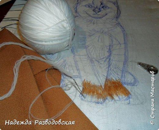 В данном мастер-классе по просьбам любителей вышивки я решила показать наглядно, как я вышиваю гладью синтетическими нитками - на примере кота Рыжика. Р.S.Дополнено 14.05.2015г. Обнаружила свой мастер класс по вышивке гладью кота Рыжика на сайте http://svoimi-rukami-club.ru/мастер-класс-по-вышивке-гладью-рыжего-кота/ с заретушированными и вырезанными логотипами сайта Страны Мастеров и своего ника без моего разрешения и без указания ссылки на сайт Страны Мастеров. Советую мастерам заглянуть на этот сайт и проверить, нет ли там ваших работ и мастер-классов, с которыми поступили точно также, как с моим МК по вышивке гладью кота Рыжика. фото 11