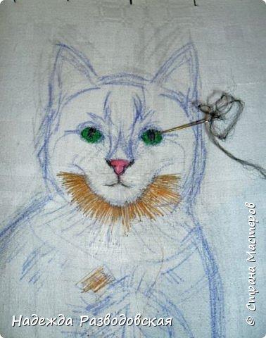 В данном мастер-классе по просьбам любителей вышивки я решила показать наглядно, как я вышиваю гладью синтетическими нитками - на примере кота Рыжика. Р.S.Дополнено 14.05.2015г. Обнаружила свой мастер класс по вышивке гладью кота Рыжика на сайте http://svoimi-rukami-club.ru/мастер-класс-по-вышивке-гладью-рыжего-кота/ с заретушированными и вырезанными логотипами сайта Страны Мастеров и своего ника без моего разрешения и без указания ссылки на сайт Страны Мастеров. Советую мастерам заглянуть на этот сайт и проверить, нет ли там ваших работ и мастер-классов, с которыми поступили точно также, как с моим МК по вышивке гладью кота Рыжика. фото 14