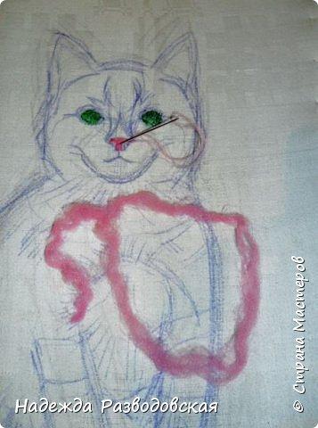В данном мастер-классе по просьбам любителей вышивки я решила показать наглядно, как я вышиваю гладью синтетическими нитками - на примере кота Рыжика. Р.S.Дополнено 14.05.2015г. Обнаружила свой мастер класс по вышивке гладью кота Рыжика на сайте http://svoimi-rukami-club.ru/мастер-класс-по-вышивке-гладью-рыжего-кота/ с заретушированными и вырезанными логотипами сайта Страны Мастеров и своего ника без моего разрешения и без указания ссылки на сайт Страны Мастеров. Советую мастерам заглянуть на этот сайт и проверить, нет ли там ваших работ и мастер-классов, с которыми поступили точно также, как с моим МК по вышивке гладью кота Рыжика. фото 13