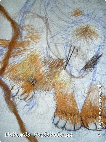 В данном мастер-классе по просьбам любителей вышивки я решила показать наглядно, как я вышиваю гладью синтетическими нитками - на примере кота Рыжика. Р.S.Дополнено 14.05.2015г. Обнаружила свой мастер класс по вышивке гладью кота Рыжика на сайте http://svoimi-rukami-club.ru/мастер-класс-по-вышивке-гладью-рыжего-кота/ с заретушированными и вырезанными логотипами сайта Страны Мастеров и своего ника без моего разрешения и без указания ссылки на сайт Страны Мастеров. Советую мастерам заглянуть на этот сайт и проверить, нет ли там ваших работ и мастер-классов, с которыми поступили точно также, как с моим МК по вышивке гладью кота Рыжика. фото 19