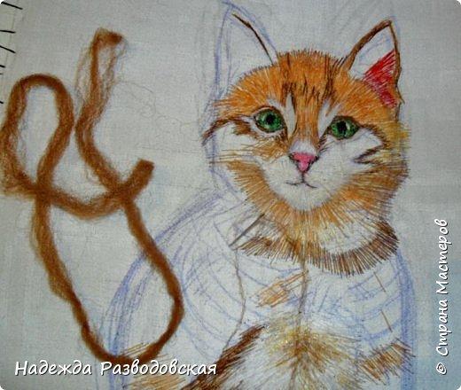 В данном мастер-классе по просьбам любителей вышивки я решила показать наглядно, как я вышиваю гладью синтетическими нитками - на примере кота Рыжика. Р.S.Дополнено 14.05.2015г. Обнаружила свой мастер класс по вышивке гладью кота Рыжика на сайте http://svoimi-rukami-club.ru/мастер-класс-по-вышивке-гладью-рыжего-кота/ с заретушированными и вырезанными логотипами сайта Страны Мастеров и своего ника без моего разрешения и без указания ссылки на сайт Страны Мастеров. Советую мастерам заглянуть на этот сайт и проверить, нет ли там ваших работ и мастер-классов, с которыми поступили точно также, как с моим МК по вышивке гладью кота Рыжика. фото 21