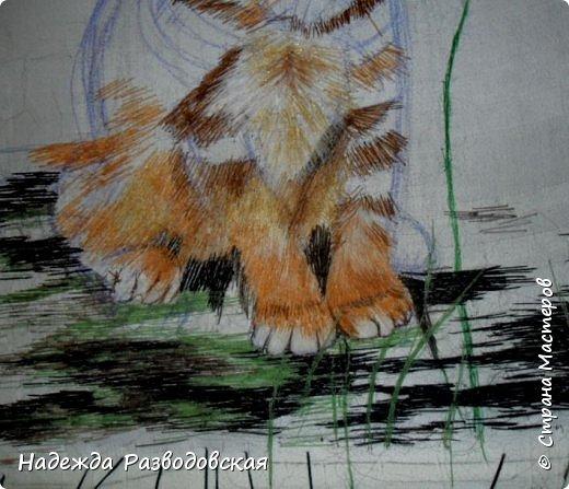 В данном мастер-классе по просьбам любителей вышивки я решила показать наглядно, как я вышиваю гладью синтетическими нитками - на примере кота Рыжика. Р.S.Дополнено 14.05.2015г. Обнаружила свой мастер класс по вышивке гладью кота Рыжика на сайте http://svoimi-rukami-club.ru/мастер-класс-по-вышивке-гладью-рыжего-кота/ с заретушированными и вырезанными логотипами сайта Страны Мастеров и своего ника без моего разрешения и без указания ссылки на сайт Страны Мастеров. Советую мастерам заглянуть на этот сайт и проверить, нет ли там ваших работ и мастер-классов, с которыми поступили точно также, как с моим МК по вышивке гладью кота Рыжика. фото 23