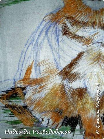 В данном мастер-классе по просьбам любителей вышивки я решила показать наглядно, как я вышиваю гладью синтетическими нитками - на примере кота Рыжика. Р.S.Дополнено 14.05.2015г. Обнаружила свой мастер класс по вышивке гладью кота Рыжика на сайте http://svoimi-rukami-club.ru/мастер-класс-по-вышивке-гладью-рыжего-кота/ с заретушированными и вырезанными логотипами сайта Страны Мастеров и своего ника без моего разрешения и без указания ссылки на сайт Страны Мастеров. Советую мастерам заглянуть на этот сайт и проверить, нет ли там ваших работ и мастер-классов, с которыми поступили точно также, как с моим МК по вышивке гладью кота Рыжика. фото 24