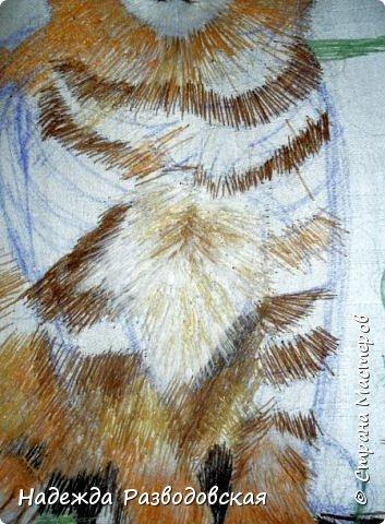В данном мастер-классе по просьбам любителей вышивки я решила показать наглядно, как я вышиваю гладью синтетическими нитками - на примере кота Рыжика. Р.S.Дополнено 14.05.2015г. Обнаружила свой мастер класс по вышивке гладью кота Рыжика на сайте http://svoimi-rukami-club.ru/мастер-класс-по-вышивке-гладью-рыжего-кота/ с заретушированными и вырезанными логотипами сайта Страны Мастеров и своего ника без моего разрешения и без указания ссылки на сайт Страны Мастеров. Советую мастерам заглянуть на этот сайт и проверить, нет ли там ваших работ и мастер-классов, с которыми поступили точно также, как с моим МК по вышивке гладью кота Рыжика. фото 25
