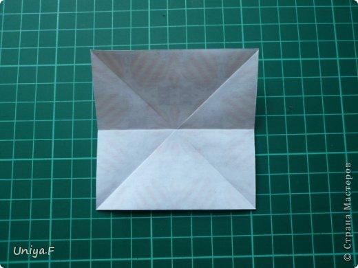 Это второй член королевской четы. Фараон (ну кому ж еще быть?)   Name: Pharaoh Designer: Maria Sinayskaya                 Diadem kusudama https://www.flickr.com/photos/51642560@N02/5096622060/in/set-72157624275437833/ Variation: Uniya Filonova Parts: 30 + 60 Paper: 7,5 x 7,5 + 5 x 5 Final height: ~ 12 cm Joint: no glue фото 3