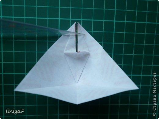 Это второй член королевской четы. Фараон (ну кому ж еще быть?)   Name: Pharaoh Designer: Maria Sinayskaya                 Diadem kusudama https://www.flickr.com/photos/51642560@N02/5096622060/in/set-72157624275437833/ Variation: Uniya Filonova Parts: 30 + 60 Paper: 7,5 x 7,5 + 5 x 5 Final height: ~ 12 cm Joint: no glue фото 10