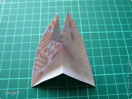 Это второй член королевской четы. Фараон (ну кому ж еще быть?)   Name: Pharaoh Designer: Maria Sinayskaya                 Diadem kusudama https://www.flickr.com/photos/51642560@N02/5096622060/in/set-72157624275437833/ Variation: Uniya Filonova Parts: 30 + 60 Paper: 7,5 x 7,5 + 5 x 5 Final height: ~ 12 cm Joint: no glue фото 11