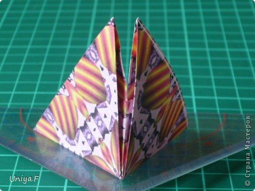 Это второй член королевской четы. Фараон (ну кому ж еще быть?)   Name: Pharaoh Designer: Maria Sinayskaya                 Diadem kusudama https://www.flickr.com/photos/51642560@N02/5096622060/in/set-72157624275437833/ Variation: Uniya Filonova Parts: 30 + 60 Paper: 7,5 x 7,5 + 5 x 5 Final height: ~ 12 cm Joint: no glue фото 12