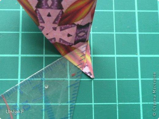 Это второй член королевской четы. Фараон (ну кому ж еще быть?)   Name: Pharaoh Designer: Maria Sinayskaya                 Diadem kusudama https://www.flickr.com/photos/51642560@N02/5096622060/in/set-72157624275437833/ Variation: Uniya Filonova Parts: 30 + 60 Paper: 7,5 x 7,5 + 5 x 5 Final height: ~ 12 cm Joint: no glue фото 7