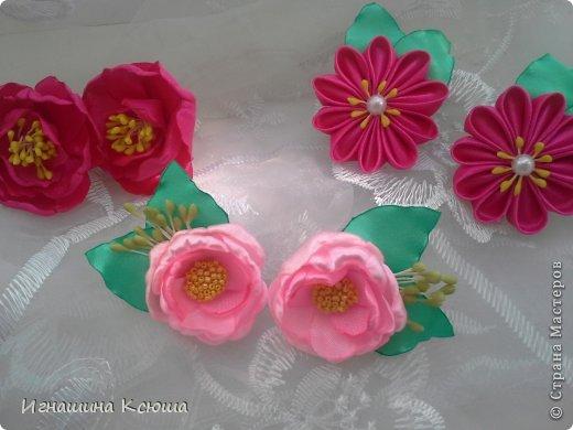 резиночки d-4-5 см на маленькие хвостики, наделала тычинок- теперь и в маленькие цветочки их креплю фото 1