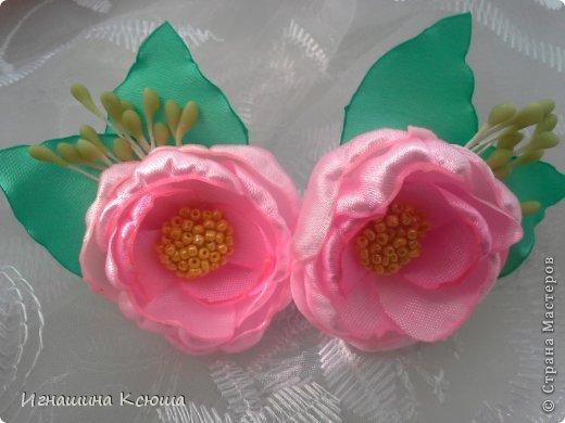 резиночки d-4-5 см на маленькие хвостики, наделала тычинок- теперь и в маленькие цветочки их креплю фото 4