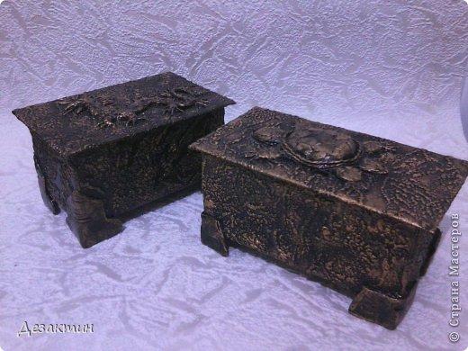 Коробочки из- под чая. Уплотнила картоном, обклеила обоями  сделала верхний рисунок, покрасила.  фото 1