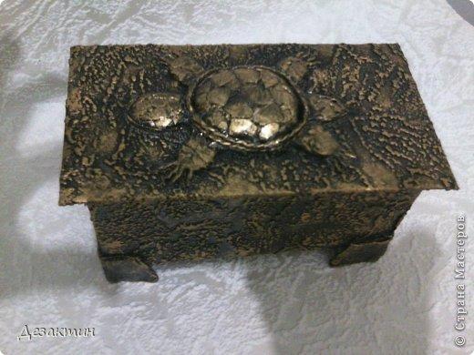 Коробочки из- под чая. Уплотнила картоном, обклеила обоями  сделала верхний рисунок, покрасила.  фото 3