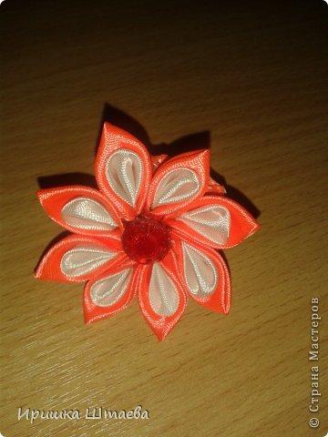 Это  мой  первый цветочек в технике канзаши)