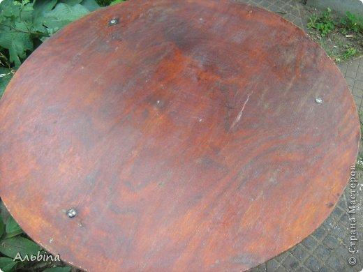 В продолжение темы работы  с виниловыми салфетками расскажу как я реставрировала старый уличный столик) фото 4