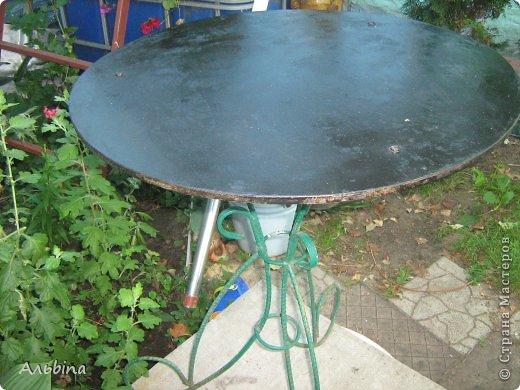 В продолжение темы работы  с виниловыми салфетками расскажу как я реставрировала старый уличный столик) фото 5