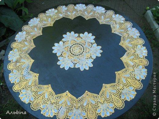 В продолжение темы работы  с виниловыми салфетками расскажу как я реставрировала старый уличный столик) фото 7