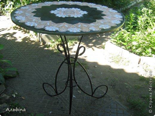 В продолжение темы работы  с виниловыми салфетками расскажу как я реставрировала старый уличный столик) фото 8