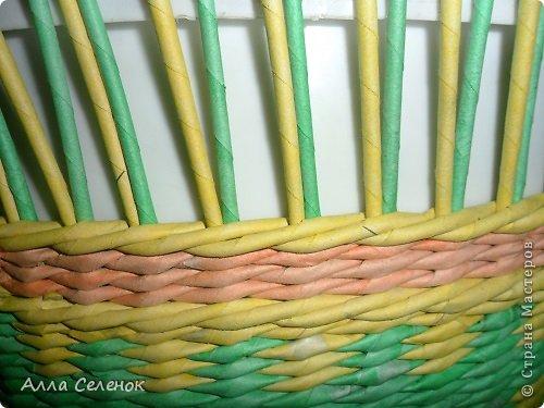 Мастер-класс Поделка изделие Плетение Очередная корзиночка и обещаныё МК Загибки Бумага газетная Трубочки бумажные фото 4