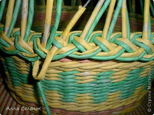 Мастер-класс Поделка изделие Плетение Очередная корзиночка и обещаныё МК Загибки Бумага газетная Трубочки бумажные фото 10